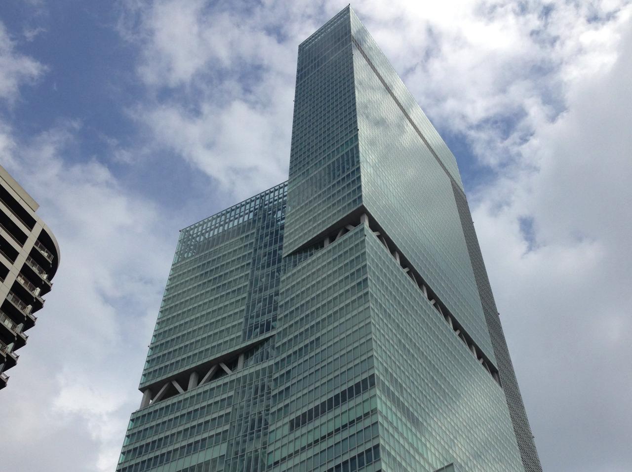 iPhoneの上下パノラマ撮影で日本一高いビル「あべのハルカス」を撮った