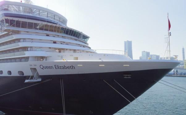 豪華客船クイーン・エリザベスが横浜大桟橋に初入港。ダイヤモンドプリンセスも追加